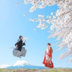 【marry_editors】さんのInstagramをピンしています。 《*̣̣̥◌⑅⃝♡ とーーーってもおめでたい🎊 #ウェディングフォト を発見!💓💓 * #袴 を着た新郎さんが、 #富士山 をジャンプ🌟 気持ちの良い青空に映える 花嫁さんの#色打掛 も素敵です💕 * 満開の#桜 もとっても綺麗で #春 になったら真似したい🌸🌸🌸 ♡*̣̣̥◌⑅⃝ photo by @k.k_10wd_01 #プレ花嫁#卒花嫁#卒花#結婚式#結婚#結婚式準備#ウェディングレポ#婚約中#婚約#プロポーズ#和装#和装前撮り#結婚式前撮り#marry#marryxoxo》