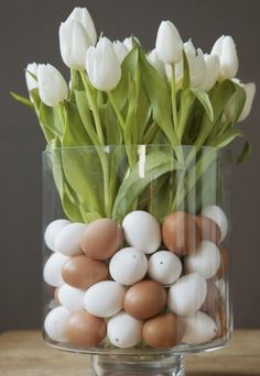 "Easter decoration in a subtle elegance- Oster-Dekoration in dezenter Eleganz Tulips with ""# eggs in a glass"", with flowers; flower decoration for easter, eggs in a glass - Easter Flower Arrangements, Easter Flowers, Floral Arrangements, Easter Centerpiece, Party Centerpieces, Easter Table, Easter Party, Easter Eggs, Flower Decorations"