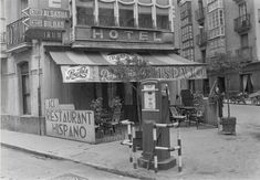 En nuestra sección de fotos antiguas recordamos la vieja gasolinera de Ortiz de Zárate y el concesionario ubicado donde ahora está Zulaica