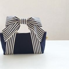 Ribbon Tote * mignon (Navy Stripe x White Canvas) – Bag İdeas Bag Patterns To Sew, Sewing Patterns, Sacs Tote Bags, Diy Purse, Denim Bag, Fabric Bags, Cute Bags, Knitted Bags, Handmade Bags