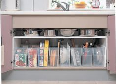 Japanese apartment kitchens can be small. Here are some inexpensive ways to organize your Japanese apartment kitchen to maximize the space. Japan Apartment, Apartment Kitchen, Apartment Ideas, Small Apartment Storage, Small Apartments, Kitchen Organisation, Home Organization, Kitchen Pantry, Kitchen Storage