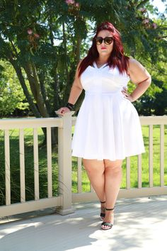 Plus Size blogger Curves, Curls and Clothes in Fashion to Figure. Follow on Instagram for daily outfit inspo @curves_curlsandclothes