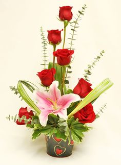 36 Beautiful Flower Arrangement Ideas For Valentines Valentine's Day Flower Arrangements, Rosen Arrangements, Flower Arrangement Designs, Flower Centerpieces, Flower Decorations, Flower Designs, Valentine Bouquet, Valentines Flowers, Valentine Nails