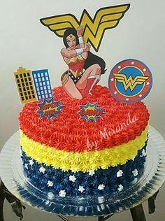 Topo de bolo Mulher Maravilha para editar e imprimir grátis - Mimo Kids Wonder Woman Birthday Cake, Wonder Woman Cake, Wonder Woman Party, Birthday Treats, Party Treats, Baby Birthday, Birthday Parties, Girl Superhero Party, Bithday Cake