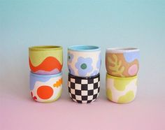 Pottery Painting Designs, Paint Designs, Mug Designs, Ceramic Cups, Ceramic Pottery, Ceramic Art, Clay Art Projects, Clay Crafts, Arts And Crafts