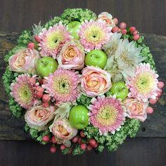 «【なるいそ】☞なるべく急いでの略 #flower#flowers#florist#flowerarrangement#rose#roses#garbera#hypericum#succulent#succulents#sedum#serruria#greenapple…»