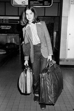 Con 14 años Brooke Shields se encontraba en Cannes promocionando su controvertida película Pretty baby, del director francés Louis Malle.    Interpretaba a Violet, una niña que vivía con su madre en un prostíbulo. La madre de Brooke levantó una gran polémica al dejar aparecer a su hija desnuda en el film.