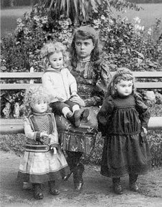 Vintage photo of young girl with her dolls. Victorian Photos, Victorian Dolls, Antique Photos, Vintage Photographs, Antique Dolls, Old Photos, Vintage Children Photos, Vintage Girls, Vintage Pictures