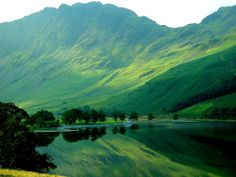 Early autumn reflections in Crummock Water, Lake District, Cumbria Cumbria, Lake District, Fotojournalismus, Seen, Belleza Natural, Stonehenge, The Guardian, Amazing Nature, Great Britain
