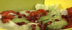 sałata lodowa granat awokado