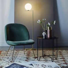 @jae_yup's IC Light by Michael Anastassiades takes center stage in this living environment uniting vintage and contemporary design elements in an understated sophisticated manner. #FLOS #FLOSLighting #ICLights #contemporarydesign #anastassiades #michaelanastassiades #interiorinspo #regram by flos_usa