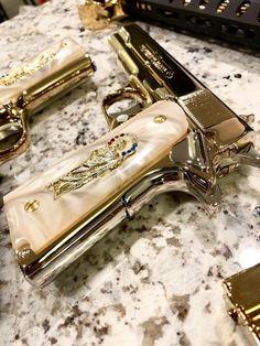 25 Custom Glocks That Are Modded To The Max - Allgunslovers Ninja Weapons, Weapons Guns, Guns And Ammo, Pretty Knives, Armas Ninja, Gun Art, Custom Guns, Military Guns, Cool Guns