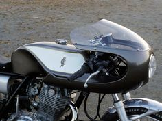 Gull Craft Yamaha Cafe Racer ~ Return of the Cafe Racers Yamaha Motorbikes, Yamaha Sr400, Yamaha Motorcycles, Cafe Racers, Sr400 Cafe Racer, Cafe Racer Parts, West Coast Choppers, Best Car Insurance, Motorcycle Manufacturers