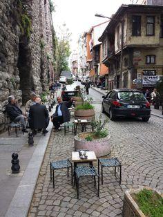 Photos : dans les rues d'Istanbul, sur la rive européenne Restaurants, La Rive, Blog Voyage, Istanbul Turkey, Cafe Restaurant, Photos Du, Rue, Street View, Cappadocia