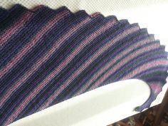 Scialle Coda di Drago.. eseguito con le istruzioni di MariaGrazia Berno Shawls, Knitted Hats, Scarves, Knitting, Crochet, Fashion, Scarfs, Moda, Tricot
