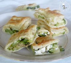 Puff pastry with Philadelphia cream cheese and zucchini Party Finger Foods, Finger Food Appetizers, Strudel, Healthy Cooking, Cooking Recipes, Crepes, No Salt Recipes, Puff Pastry Recipes, Quiche