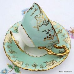 One of my favourite colours! It is always nice to enjoy a cup of tea in an exquisite teacup!  http://kibarlipanaxorjinal.com Kibarlı Panax Faydaları