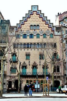 Casa Amatller is a building in the Modernisme style in Barcelona, designed by Josep Puig i Cadafalch. Barcelona Architecture, Barcelona City, Barcelona Catalonia, Barcelona Travel, Places To Travel, Places To Visit, Madrid, Modernisme, Antoni Gaudi