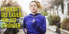 Training for your first marathon? Our beginner's, free training plan will help you run-walk round your first marathon pain-free. How To Start Running, Running Tips, Running Plans, Running Schedule, Running Club, Girl Running, Sport Fitness, Fitness Tracker, Women's Fitness