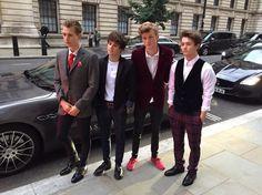   THE VAMPS CONNOR BALL WINS SCOTTISH FASHION IDOL AWARD   http://www.boybands.co.uk
