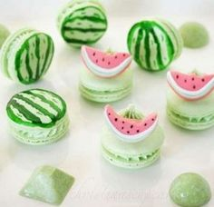 18 Gourmet- und so süße Makronenideen - macarons NOT MACAROONS there's only one o, jeez - Delicious Desserts, Dessert Recipes, Yummy Food, Cupcakes, Cupcake Cakes, Kreative Desserts, Cute Baking, Macaron Cookies, Cake Cookies