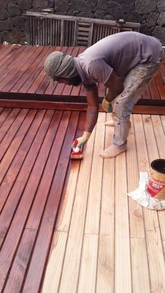 Tinted, re-enforced sealer especially formulated for wooden decks made from porous woods such as Pine and porous Meranti. Protects the wood against the weather and the wear of daily use.