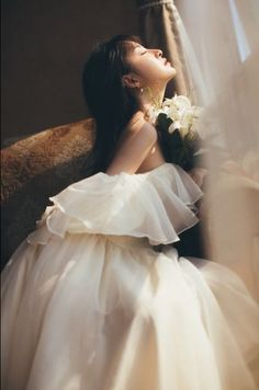 9 Excellent Wedding Dresses For Curvy Brides Portrait Photography, Fashion Photography, Wedding Photography, Pretty Dresses, Beautiful Dresses, Princess Aesthetic, Ulzzang Girl, Look Fashion, Asian Girl