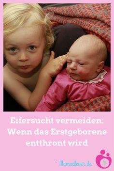 Eifersucht ist häufig ein Problem, wenn das zweite Kind geboren wurde. Was ihr tun könnt, damit bei Geschwistern die Eifersucht auf das Baby nicht zu groß wird und wie ihr mit dem großen Kind am besten umgeht, wenn es plötzlich verrückt spielt, habe ich für euch zusammengestellt.