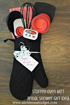 Stuffed Oven Mitt Bridal Shower Gift Idea Looking for a really useful and unique bridal shower gift idea? Check out this Stuffed Oven Mitt Bridal Shower Gift Idea from www. It's made solely from items at Dollar Tree. Unique Bridal Shower Gifts, Bridal Shower Prizes, Bridal Gifts, Baby Shower Gifts, Wedding Gifts, Diy Wedding, Shower Favors, Shower Party, Shower Games