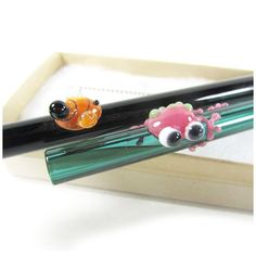 Glass Drinking Straw Garden Wildlife Themed Gift Set - let them know how much you care! Includes 2 handcrafted straws, a cleaning brush and a kraft gift box