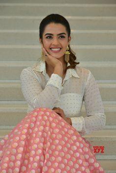 Actress Kavya Thapar Stills From Ee Maya Peremito Movie First Look Teaser Launch - Social News XYZ Indian Actress Photos, South Indian Actress, Beautiful Indian Actress, Indian Actresses, Movie Teaser, Beauty Contest, Ball Gown Dresses, Indian Beauty, Female Models