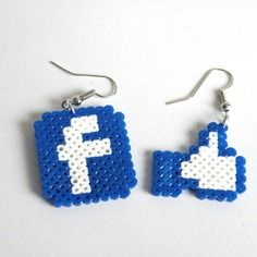 Boucles d'oreilles logo facebook / mini hama / kawaii / perles à repasser / perler / pixel art / like
