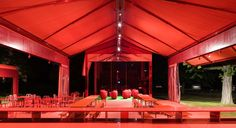This is a Serpentine gallery pavilion designed by Jean Nouvel in 2010. The whole design looks consistent and attractive.The pavilion provides an open space for people to have dinner and gathering that people can walk around freely. It also given out a sense of romantic and enthusiastic feel because of the red colour.