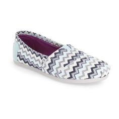 Women's Toms 'Classic - Chevron' Slip-On ($55) ❤ liked on Polyvore featuring shoes, blue chevron canvas, blue shoes, toms footwear, slip-on shoes, canvas slip on shoes and toms shoes