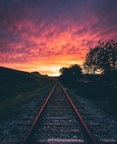 """Fire in the sky!"" 🔥 We couldn't agree more! Photo by: Selected by: Tag to be featured. Ramones, Fb N, World's Most Beautiful, Train Tracks, Phone Backgrounds, Amazing Nature, Railroad Tracks, Sunrise, Instagram Posts"