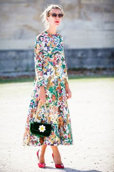 natalie-joos-maxi-floral-jungle-print-dress. LOVE the handbag!!!