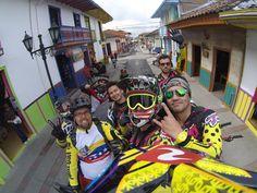 Más gente disfrutando la vida y usando al maximo su #DriftGhostS! #MTB en una de las ciudades mas lindas de Colombia, Salento (Salento, Quindio)! #LiveOutsideTheBox!
