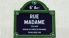 Sur la  rive gauche à Paris, on trouve la rue Monsieur dans le VIIe arrondissement, pas loin de la rue de Babylone ; la rue Madame à l'Odéon, près du jardin du Luxembourg et, si on est bon marcheur, on peut trouver Mademoiselle dans le quartier Grenelle, c'est le XVe arrondissement.