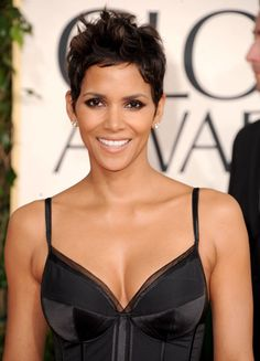 Image Detail for - Halle Berry Golden Globes 2011 makeup (WireImage/Granitz) Halle Berry Style, Halle Berry Hot, Curly Pixie Hairstyles, Curly Hair Styles, Natural Hair Styles, Hale Berry, African American Beauty, Aveda Hair, Celebrity Skin