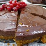 Chocolate Torte (no-bake recipe) Ingredients 72 percent couverture chocolate 1 packet Mori-Nu firm silken tofu soy cream agave 1 teaspoon vanilla extract Hobnobs or Oaties Greek Desserts, Greek Recipes, Easy Desserts, My Recipes, Baking Recipes, Dessert Recipes, Chocolate Torte, Food And Drink, Pudding