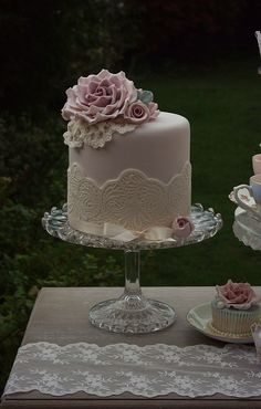 Small cake can be surrounded by cupcakes or other sweets.