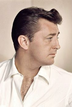 No bad boy will ever come down the pike with as much mad devotion to the calling as Robert Mitchum. Hollywood Stars, Hollywood Icons, Golden Age Of Hollywood, Classic Hollywood, Old Hollywood, Hollywood Glamour, Classic Movie Stars, Classic Movies, Famous Men