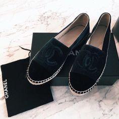 Black Chanel espadrilles  |  pinterest: @Blancazh
