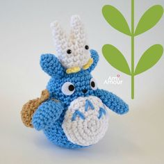 gratis free:Totoro Crochet Pattern I finally got the chance to write up this free amigurumi Totoro crochet pattern. I hope you guys will enjoy! Totoro was first introduced in Hayao Mikazakis animated film My Neighbor Totoro Cute Crochet, Crochet Crafts, Crochet Hooks, Crochet Projects, Crochet Lion, Crochet Dragon, Crochet Tutorials, Totoro, Crochet Amigurumi Free Patterns