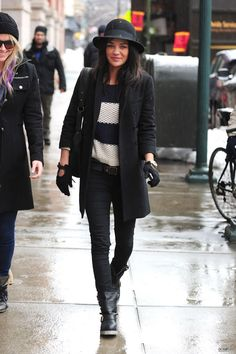 Anothe great look for fall/winter Jessica Szohr Gossip Girl Outfits, Gossip Girl Fashion, Casual Work Outfits, Cool Outfits, Jessica Szohr, Fashion Corner, Cold Weather Outfits, Autumn Winter Fashion, Fall Winter