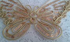 Aplique bordado de borboleta dourada Usada para inúmeras utilidades, podendo ser aplicada em roupas, camisetas, trabalhos manuais em geral, caixas de mdf,cartão, trabalhos com scrapbooking, entre outras finalidades