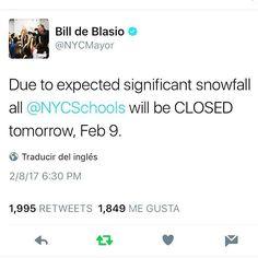 Bueno parece que va a caer mucha nieve si... El alcalde mandó a cerrar las escuela. Mañana a buscarle libros juego de mesa y demás para entretener a #vicky