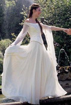 Celtic/medieval dress - I could see my main character wearing this for her wedding! Medieval Dress, Medieval Costume, Medieval Fashion, Medieval Clothing, Medieval Wedding Dresses, Medieval Gothic, Renaissance Dresses, Vestidos Vintage, Vintage Dresses