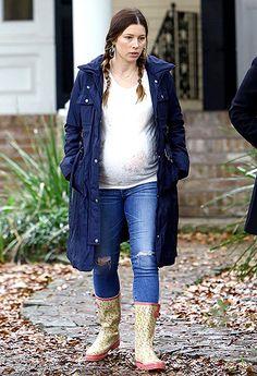 Jessica Biel Hops on the Denim Overalls Maternity Fashion ...