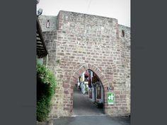 San Juan de Pie de Puerto: Saint-Jean-Pied-de-Port: Porte de France - France-Voyage.com